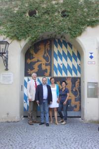 Vor dem Friedberger Schloss